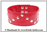 Neckband with rivets